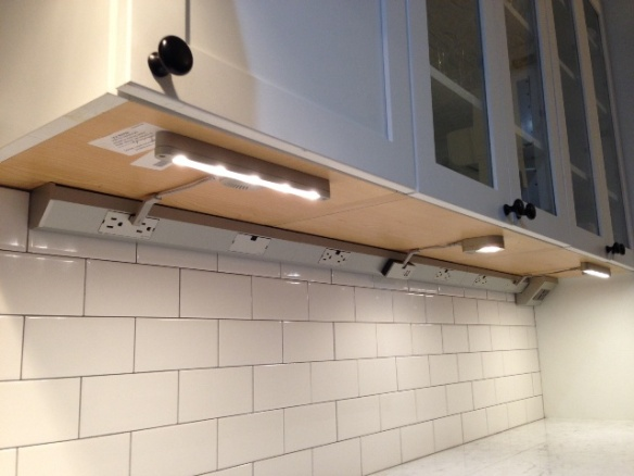 kitchen cabinet undermount lighting some finishing touches on the kitchen backsplash 19734